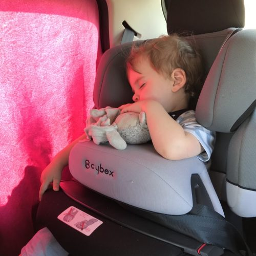 Viaggio in macchina con un bambino da 0-3 anni