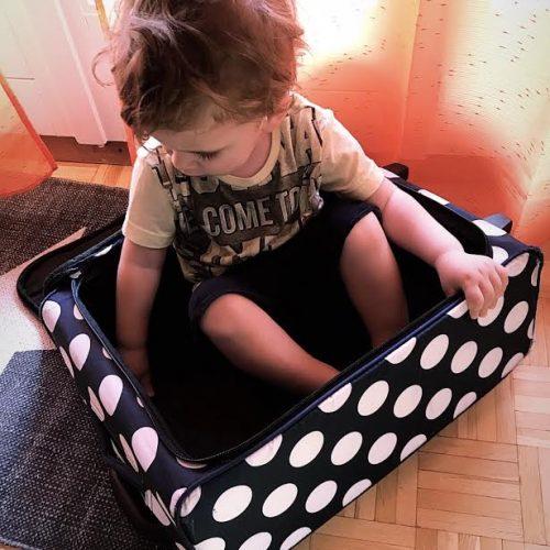 Valigia del bimbo per il mare: cosa mettere?
