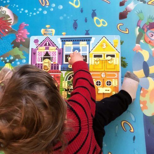 Gioco in legno Montessori